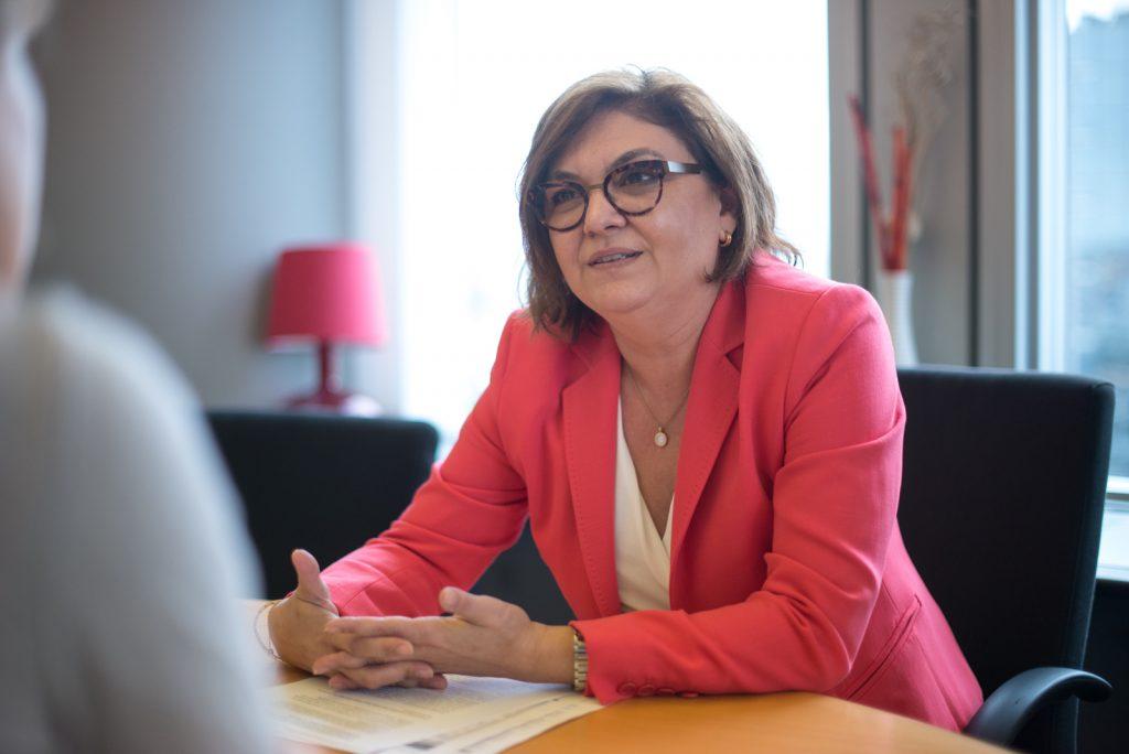 Adina Vălean despre calea ferată: Este privilegiată la nivel european. Viitorul este al trenurilor de mare viteză